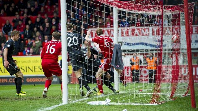 Craig Reid scores for Motherwell against Aberdeen