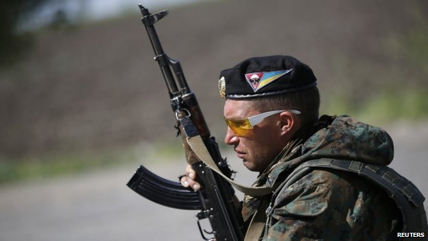 A Ukrainian government soldier guards a checkpoint in Mariupol, Donetsk region. Photo: 11 May 2014