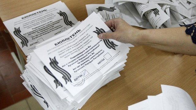 Ballot papers being sorted in Luhansk