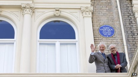 Ray Galton (left) and Alan Simpson in front of an English Heritage blue plaque
