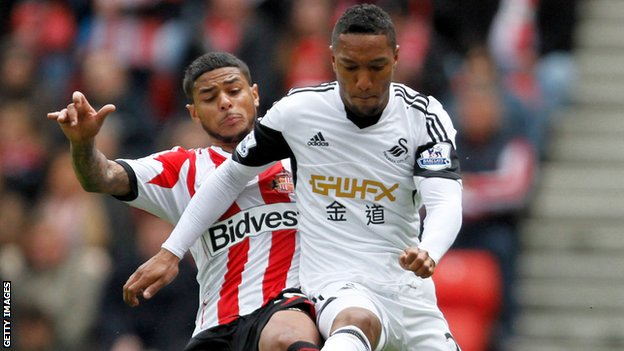 Jonathan de Guzman in action for Swansea against Sunderland
