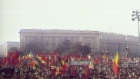 Demonstrators outside Ceausescu's palace