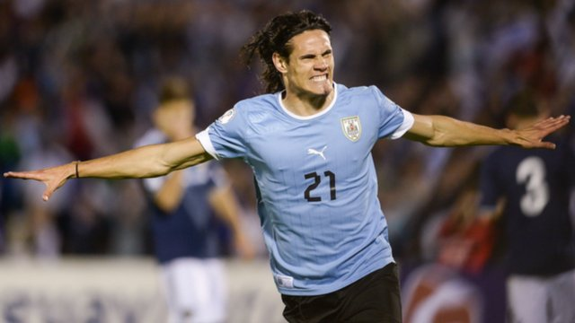 Edinson Cavani scores in World Cup qualifying