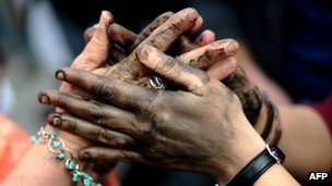 Hands painted in black (14 May 2014)