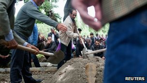 People bury a dead miner in a cemetery in Soma following the disaster.
