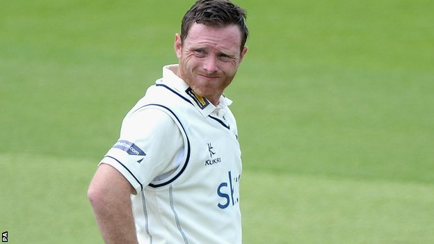 Warwickshire skipper Ian Bell winces at another collective Bears batting failure at Headingley