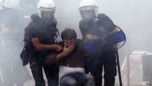 Police arrest protester in Ankara - 14 May
