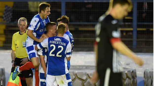 Cowdenbeath celebrate O'Brien's goal