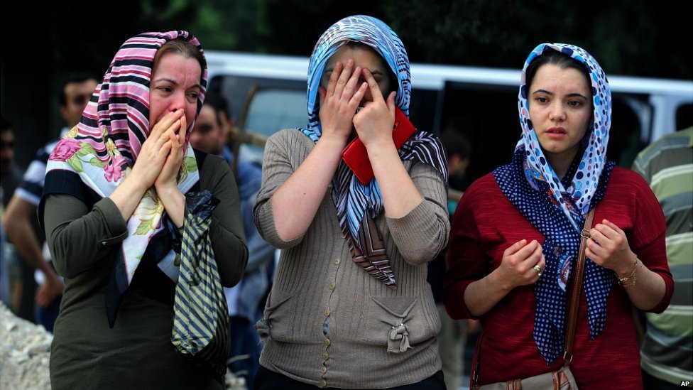 People attend a funeral for the victim of someone who died in the mining accident in Soma  - 14 May 2014