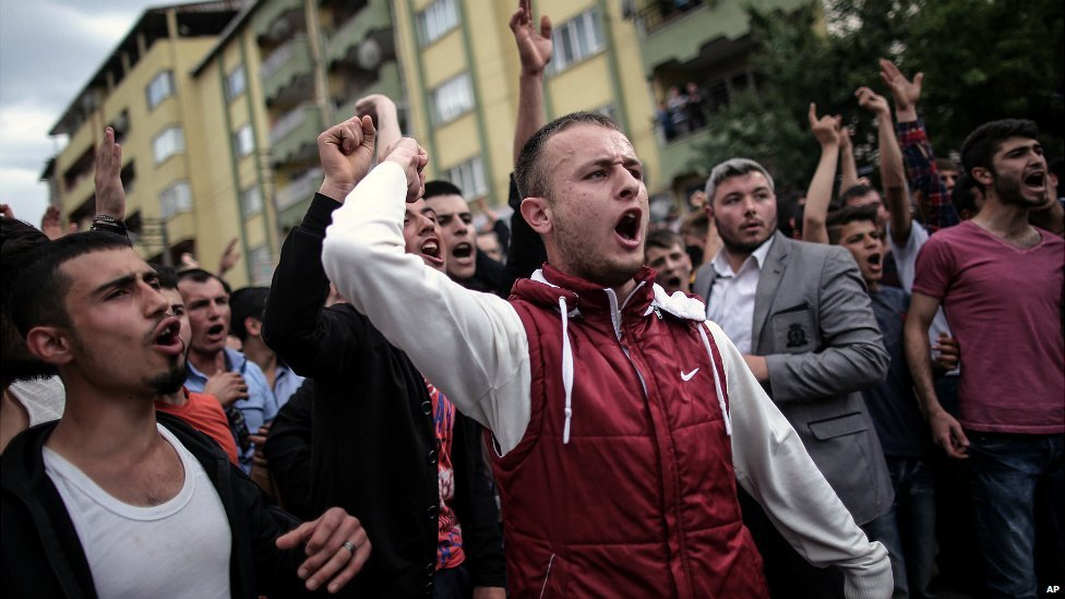 Protesters march to the AKP's offices in Soma after Prime Minister Erdogan's visit to the town - 14 May 2014
