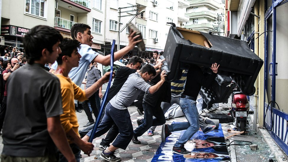 People attack the AKP offices in Soma during Prime Minister Erdogan's visit to the mining town - 14 May 2014