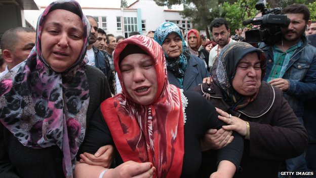 Relatives of the miners in Soma on 15 May 2014
