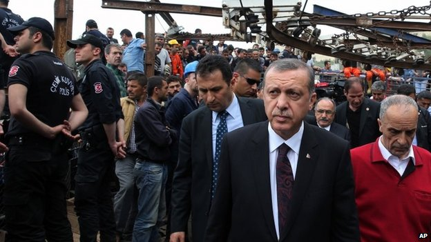 Recep Tayyip Erdogan tours the site of the Soma mine (14 May 2014)