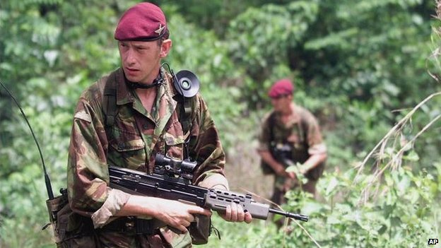 British soldiers patrol jungle in Sierra Leone - 17 May 2000