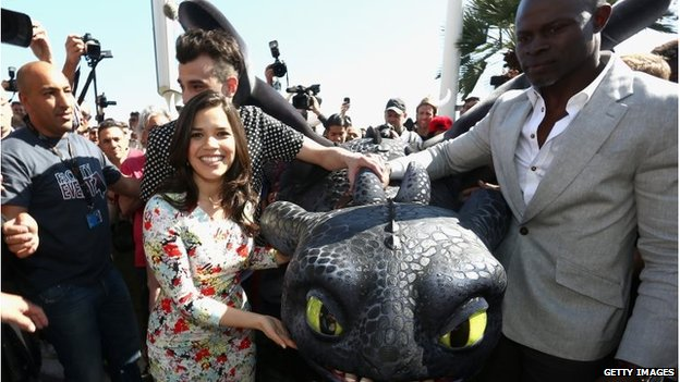 America Ferrera, Jay Baruchel and Djimon Hounsou with Toothless the dragon