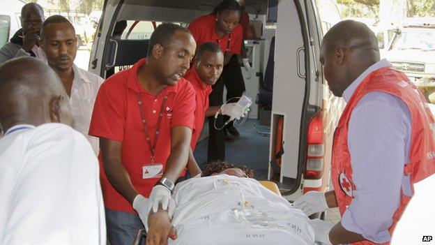Medics transport an injured woman on a stretcher in Nairobi (16 May 2014)