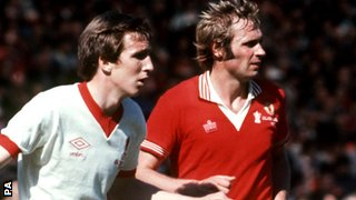 Joey Jones and Man Utd's Jimmy Greenhoff in the 1977 FA Cup final