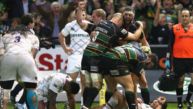 Tom Wood celebrates his late try for Northampton Saints