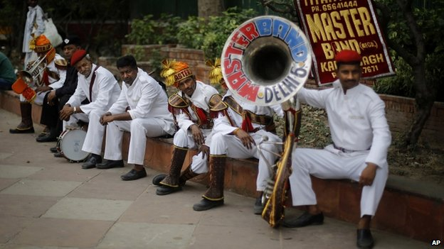 Band outside BJP HQ in Delhi 17/05/2014