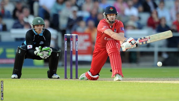 Lancashire's Paul Horton reverse sweeps against Worcestershire