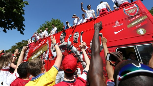Arsenal at the cup parade