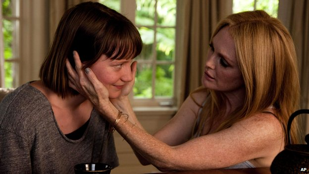 Mia Wasikowska and Julianne Moore in Maps to the Stars