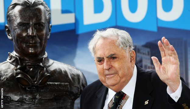 Sir Jack Brabham at the unveiling of a statue in his honour at the Australian Grand Prix in 2013