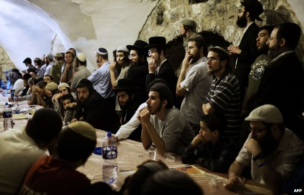 Orthodox Jews listen to their spiritual leader as he delivers a speech in the King David tomb compound that criticises a proposed sovereignty deal with the Vatican over the Cenacle (14 May 2014)
