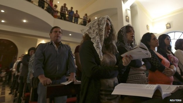 Syrian Christians living in Jordan attend Mass at the Lady of Peace church in Amman (18 May 2014)