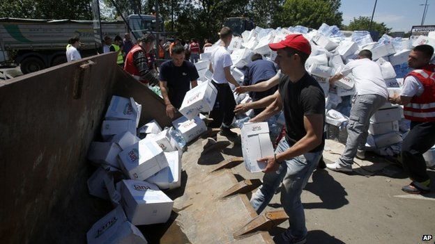 Emergency water for residents in Obrenovac, south-west of Belgrade, Serbia. 19 May 2014