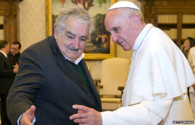Uruguay's President Jose Mujica (l) and Pope Francis (r)