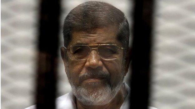 Mohammed Morsi on trial (08/05/14)