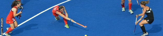 Britain's Kate Walsh (C) shoots towards goal in the women's field hockey bronze medal match between New Zealand and Britain at The Riverbank Arena in London on August 10, 2012.