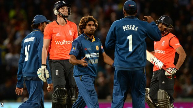 Alex Hales dismissed by Lasith Malinga