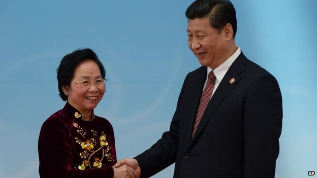 Vietnam's Vice President Nguyen Thi Doan, left, is greeted by Chinese President Xi Jinping before the opening ceremony at the fourth Conference on Interaction and Confidence Building Measures in Asia (CICA) summit in Shanghai, China on 21 May.