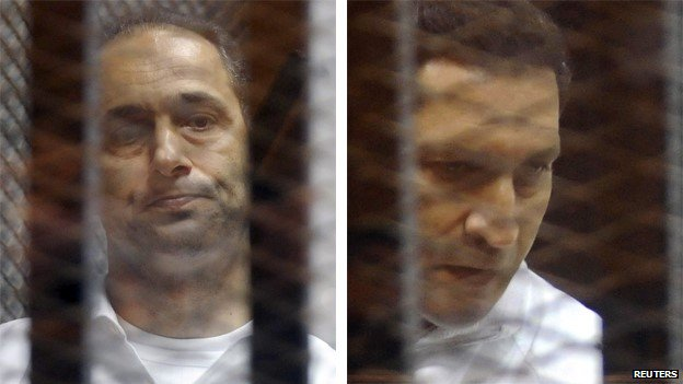 Gamal Mubarak (left) and Alaa Mubarak (right) in court in Cairo (21 May 2014)