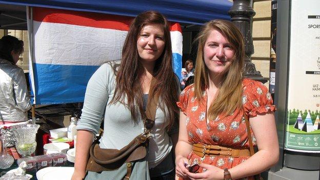 Teachers Leni Jungels (left) and Diane Neises