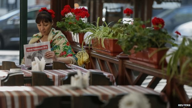Waitress underemployed in an Odessa cafe