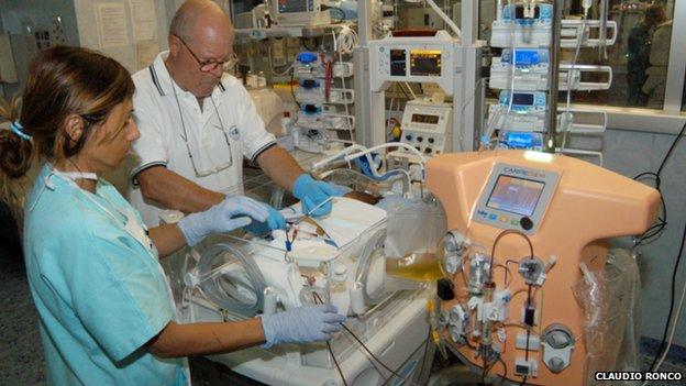 Doctors using the dialysis machine for babies, called CARPEDIEM