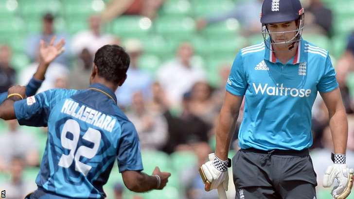 Nuwan Kulasekera and Alastair Cook
