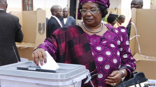 Malawian President Joyce Banda votes in her home district of Malemia on 20 May  2014