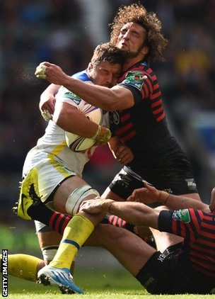 Jacques Burger tackles Clermont centre Wesley Fofana