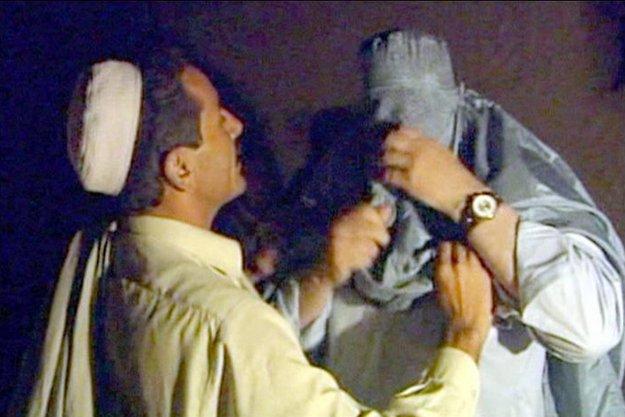 John Simpson preparing to enter Afghanistan in a burqa in 2001