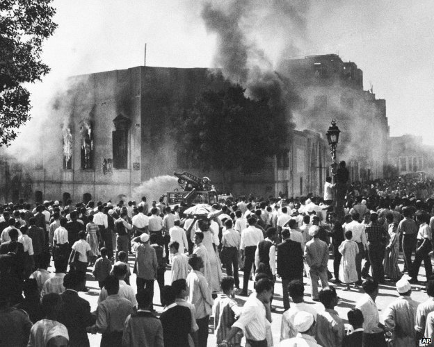 Muslim Brotherhood headquarters on fire, 1954
