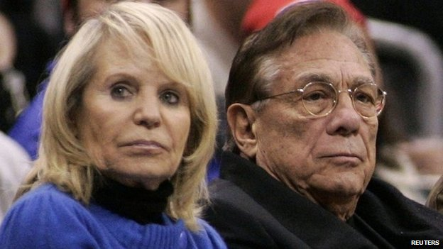 Los Angeles Clippers owner Donald Sterling (C), his wife Shelly (L) attend the NBA basketball game at the Staples Center in Los Angeles,  22 December 2008