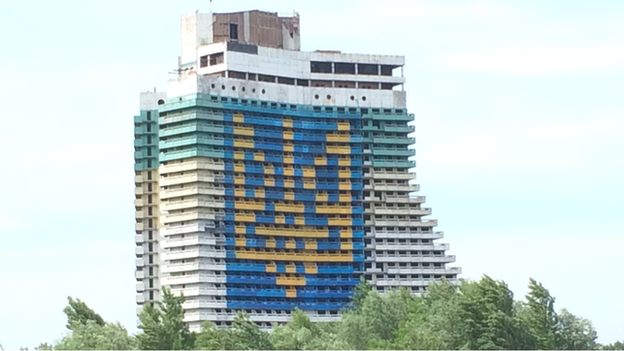 A Ukrainian trident on Parus Hotel in Dnipropetrovsk