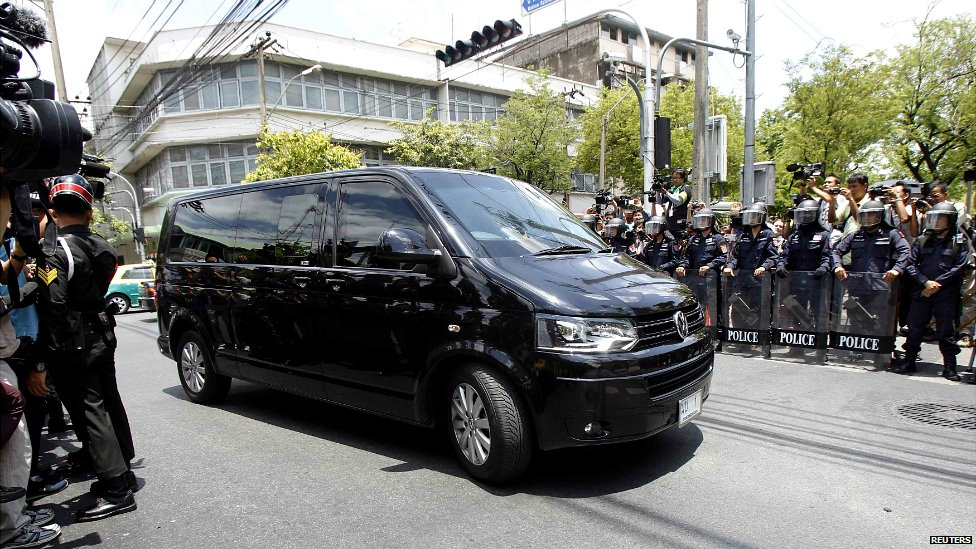 A van believed to be carrying former Thai Prime Minister Yingluck Shinawatra arrives at the Bangkok Army Club - 23 May 2014