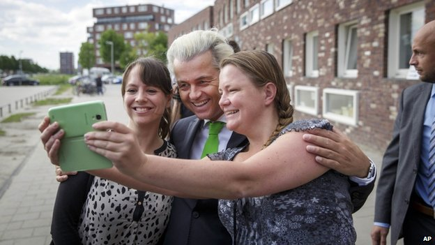 Dutch politician Geert Wilders (C)