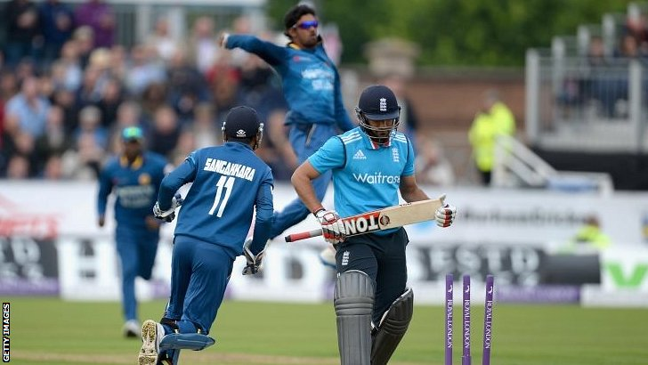 Ravi Bopara walks off