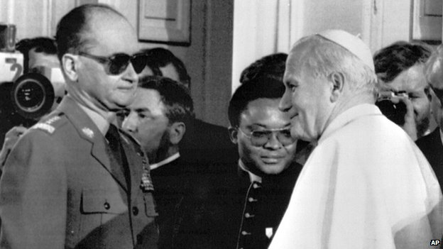 Gen Jaruzelski with Pope John Paul II in 1983